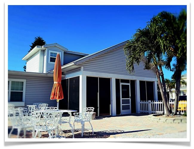 Florida-Ferienhaus-Siesta-Key-Beach-Unit2-01-Vorderansicht