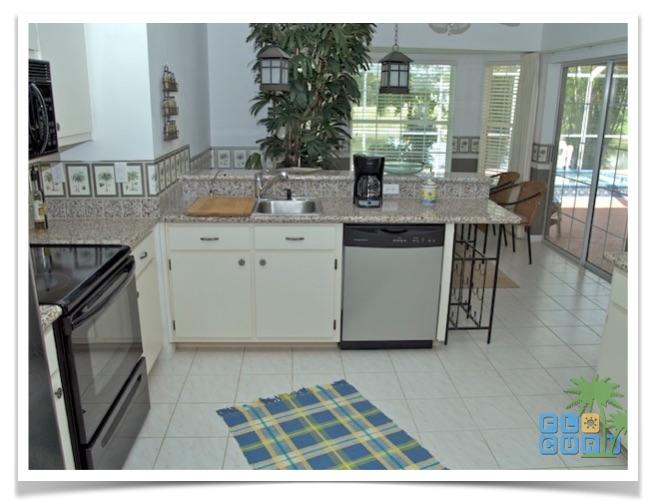 """Florida Ferienhaus in Lehigh Acres """"Causeway"""" mit Blick in Küche"""