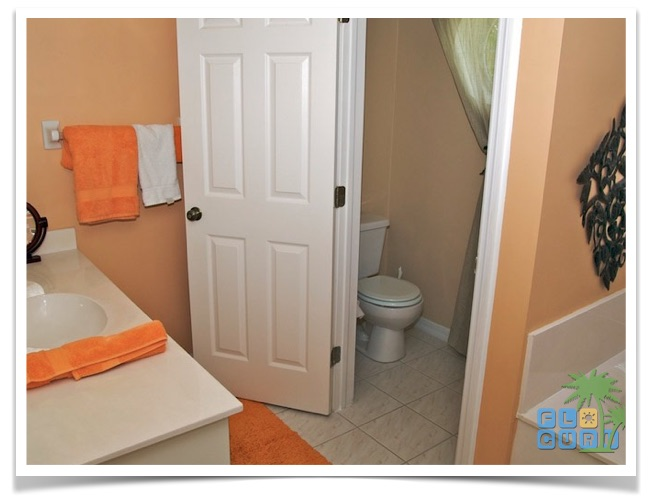 """Florida Ferienhaus in Lehigh Acres """"Causeway"""" mit Blick in das Hauptbadezimmer"""