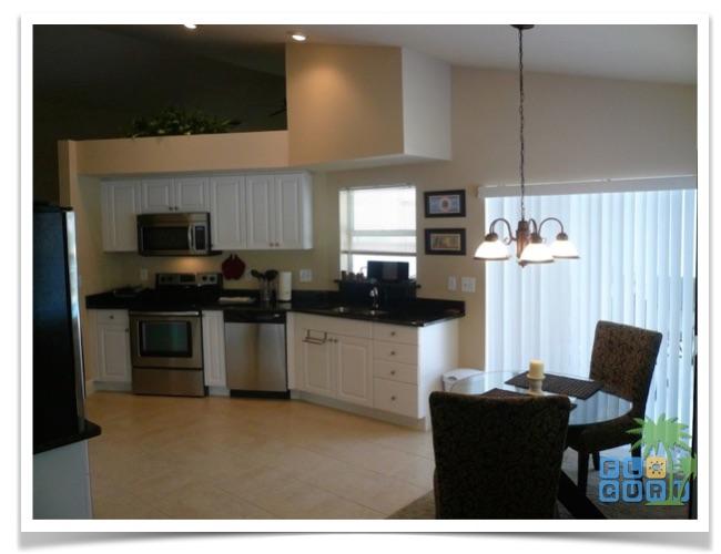 Florida Ferienhaus Paradise Cove in Lehigh Acres mit Blick in die Küche