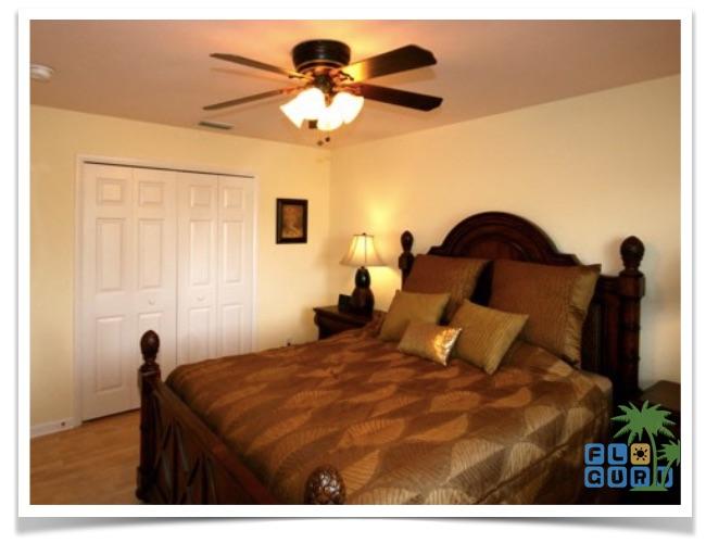Florida Ferienhaus Bougainvillea in Cape Coral mit Blick in das Schlafzimmer