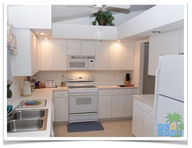 """Florida Ferienhaus in Lehigh Acres """"Alisha"""" mit Blick in die gut ausgestattete Küche"""