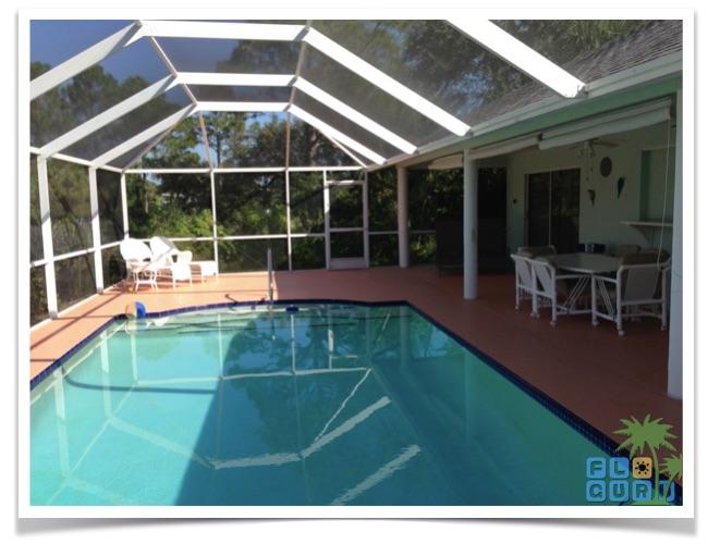 "Florida Ferienhaus in Lehigh Acres ""Alisha"" mit Blick auf den beheizbaren Pool."