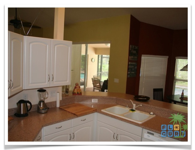Florida Ferienhaus Rixey in Lehigh Acres mit Blick in die Küche
