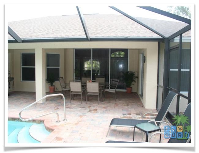 Florida Ferienhaus Rixey in Lehigh Acres mit Blick auf die Terrasse
