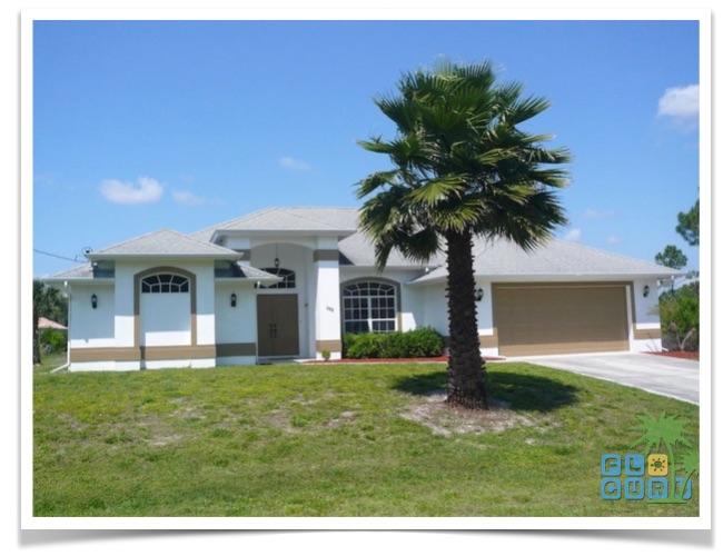 Florida Ferienhaus Paradise Cove in Lehigh Acres mit Blick auf die Hausfront