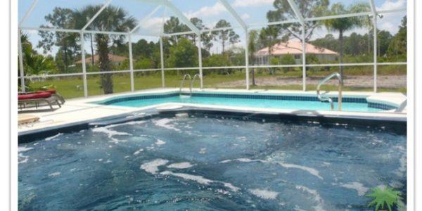 Florida Ferienhaus Paradise Cove in Lehigh Acres mit Blick aus dem Whirlpool