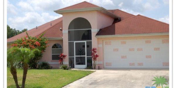 Florida Ferienhaus Sunshine in Lehigh Acres mit Blick auf die Hausfront
